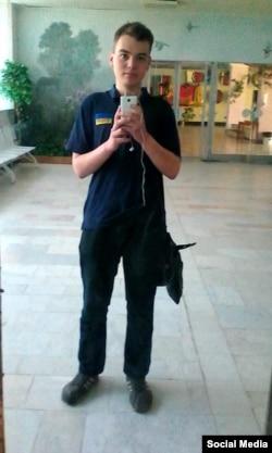 Влад Колесников в футболке с украинским флагом