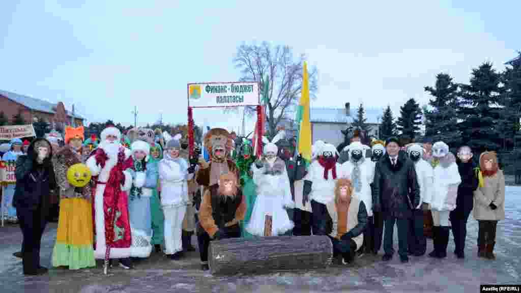 Сабада һәрбер дәүләт идарәсе әлеге парадка үз өлешен керткән. Рәсемдә финанс-бюджет палатасы идарәсе