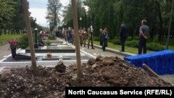 В Осетии торжественно похоронили Олега Мамиева
