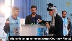 Presdenti aktual, Ashraf Ghani voton në zgjedhjet presidenciale. Kabul, 28 shtator, 2019.