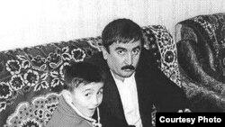 Elçin Səlcuq və azyaşlı oğlu