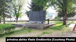 Spomen-kosturnica u Perušiću u znak sjećanja na poginule perušićke partizane, žrtve fašizma i španjolske borce iz Perušića