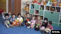 Балабақшадағы балалар. Қазақстан, 11 желтоқсан 2009 жыл. (Көрнекі сурет)