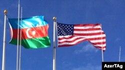 ABŞ və Azərbaycan bayraqları.