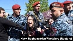 Desetine demonstranata je privedeno tokom protesta u Jerevanu.