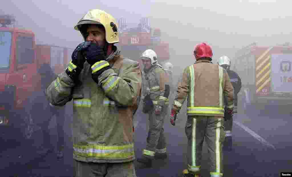 Арендаторы неоднократно жаловались на нарушения правил пожарной безопасности в здании. Представитель муниципалитета сказал, что власти выписали более 30 предписаний об устранении нарушений.