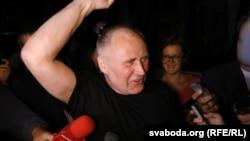Мікалая Статкевіча на волі сустракалі тры сотні паплечнікаў ФОТА