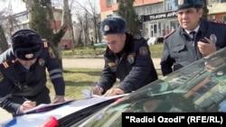Сотрудники милиции Таджикистана.