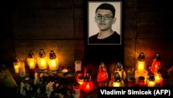 Svijeće i cvijeće za ubijenog novinara Jana Kucijaka, Bratislava