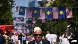 Zastave Kosova i SAD na ulicama Prištine