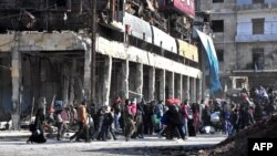 Жители Алеппо перемещаются из одного района города в другой