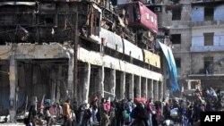غیر نظامیان در مناطق شرق حلب که توسط نیروهای دولتی باز پس گرفته شده است.