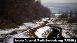 Линия окопов между позициями украинских военных под Попасной