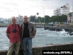 Алесь Бяляцкі і Валянцін Стэфановіч падчас праваабарончай місіі на Кубе. Гавана, 2008 г. Фота з архіву Вясны