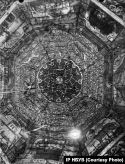 Купол дерев'яної синагоги у містечку Михальпіль розписаний подільським майстром Єгудою. Фото Павла Жолтовського 1930 року. (ІР НБУВ. Фото надане Є. Котляром)