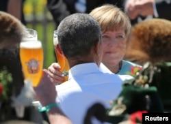 Барак Обама и Ангела Меркель поговорили за баварским пивом о том, что делать с санкциями против России