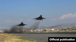 Հայաստան - Ռուսական ռազմական օդանավերը թռիչք են կատարում Երևանի «Էրեբունի» օդանավակայանից, արխիվ