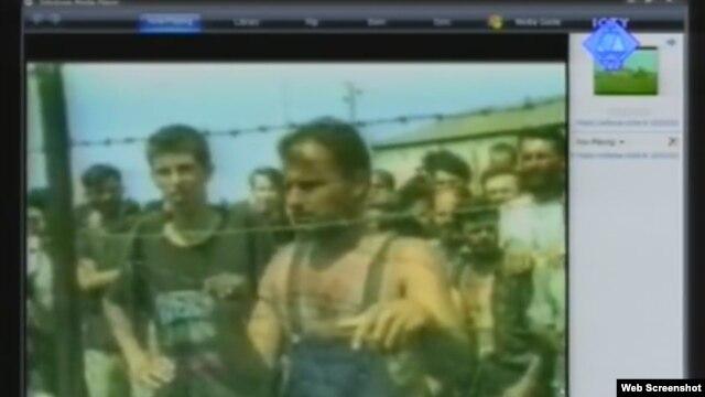 Zatočenici u Trnopolju - snimak prikazan na suđenju Ratku Mladiću, 20. rujan 2012.