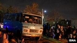 خروج برخی از مردم تهران و کرج از منازل پس از زلزله.
