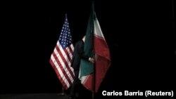 Flamuri i SHBA-së dhe ai i Iranit.