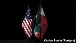 Flamuri i SHBA-së (majtas) dhe flamuri i i Iranit, fotografi ilustruese.