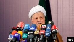 هاشمی رفسنجانی میگوید که «چند سالی است جمهوریت نظام مشکل پیدا کرده است».