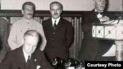Подписание пакта в Москве, 23 августа 1939 года