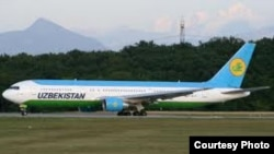 Uzbekistan Airways компаниясының ұшағы.