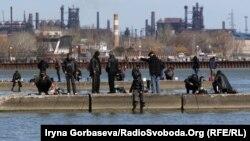 Ловля рыбы в Азовском море с волнорезов, Мариуполь