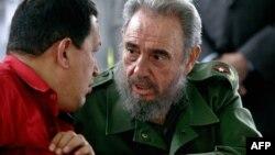 Фидель Кастро с президентом Венесуэлы, ныне покойным, Уго Чавесом в Гаване, снимок сделан 3 февраля 2006 года