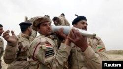 Иракские солдаты в окрестностях Макмура к югу от Мосула, март 2016 года.