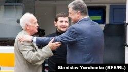 Юрий Солошенко (слева), Геннадий Афанасьев и президент Украины Петр Порошенко