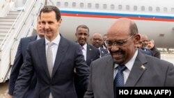 Suriya Prezidenti Bashar al-Assad (solda) və Omar al-Bashir