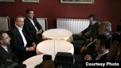 Средба на лидерите на СДСМ и на ДПА, Бранко Црвенковски и Мендух Тачи, во ресторанот Петрол компани на автопатот Скопје-Тетово.