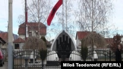 Spomenik Ridvanu Ćazimiju u Velikom Trnovcu