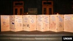 На акції під Офісом президента з вимогою не підписувати «капітуляційних угод з Путіним» – не погоджуватися на так звану «формулу Штайнмаєра». Київ, 19 вересня 2019 року