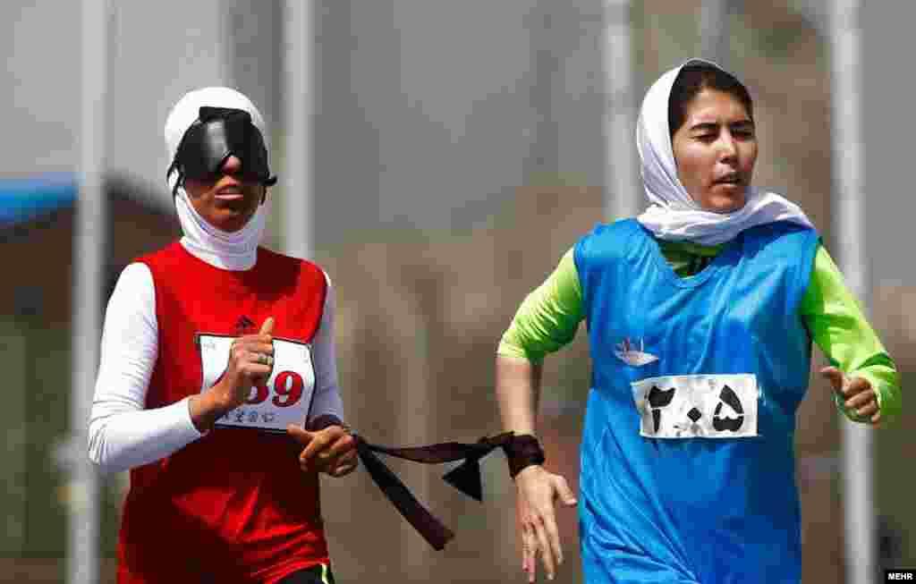 مسابقات دو و میدانی بانوان معلول در مجموعه ورزشی آفتاب تهران برگزار شد