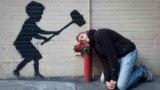 Graffiti în New York atribuit artistului Banksy.