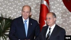 حمد نجدت سزر، رييس جمهوری ترکيه، در ديدار با اهود اولمرت، اسراييل را «دوست و هم پيمان کشورش» توصيف کرد.