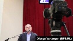 Дальнейшие шаги оппозиции Аслан Бжания видит в созыве народного схода и инициировании референдума о недоверии президенту
