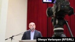Сопредседатель Блока оппозиционных сил председатель Фонда социально-экономических и политических исследований «Апра» Аслан Бжания