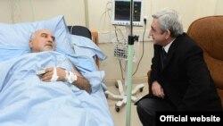 Նախագահ Սերժ Սարգսյանը հիվանդանոցում այցելում է Պարույր Հայրիկյանին, Երեւան, 1-ը փետրվարի, 2013թ.