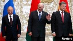 Справа наліво: Петро Порошенко, Олександр Лукашенко та Володимир Путін. Мінськ, серпень 2014 року