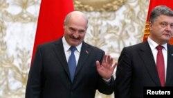 Аляксандар Лукашэнка і Пятро Парашэнка на сустрэчы ў Менску, 2014 год
