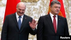 Президент Беларуси Александр Лукашенко и президент Украины Петр Порошенко. Минск, 26 августа 2014 года.
