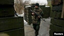 Ілюстративне фото. Бойовик угруповання «ДНР» в окупованому Донецьку. Лютий 2017 року