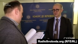 Голова ВККСУ Сергій Козьяков запевняє, що не може прокоментувати ситуацію, чому не було тендеру