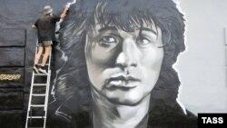 Портрет Виктора Цоя, нарисованный художниками из группы HoodGraff в 2014 году к 24-й годовщине смерти певца