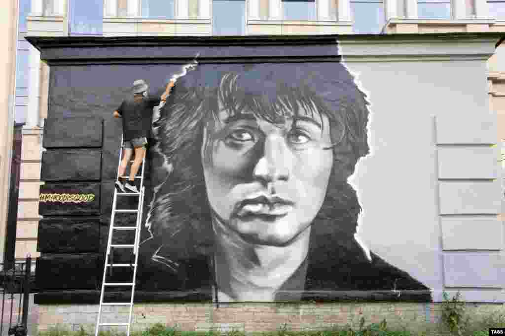 The photo shows a portrait of Tsoi in downtown St. Petersburg. In 2014, United Russia lawmaker Yevgeny Fyodorov caused a sensation by claiming that the CIA wrote Tsoi's songs as part of its effort to destroy the Soviet Union. Tsoi's son has sued Fyodorov for defaming his father.