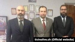 Джанматтео Феррарі (ліворуч) та Лука Бертоні (праворуч) разом з Олегом Акімовим, очільником «федерації профспілок» угруповання «ЛНР»
